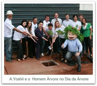 Instituto A. Yoshii e o homem árvore no dia árvore